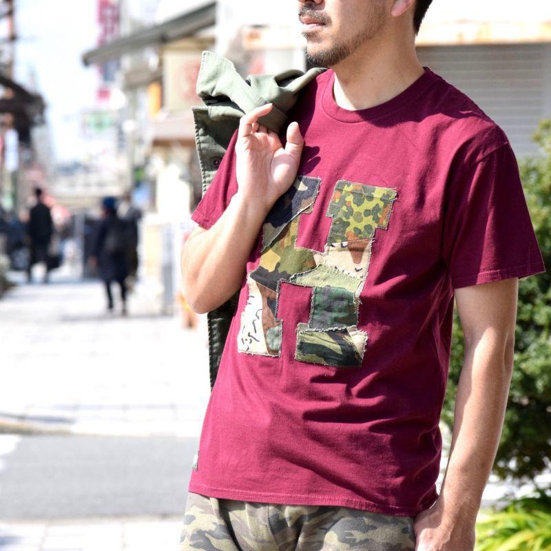 画像2: 【当店別注モデル第四弾】【メンズ・レディース】エイチアールリメイク×ラスティートゥーシャイン(H.R.REMAKE×RUSTY TO SHINE) アソートカモパッチワーク Hパッチ Tシャツ サイズ:M (2)